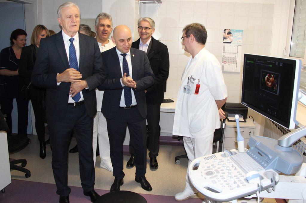 Vinkovačkoj bolnici uručena tri nova ultrazvučna uređaja