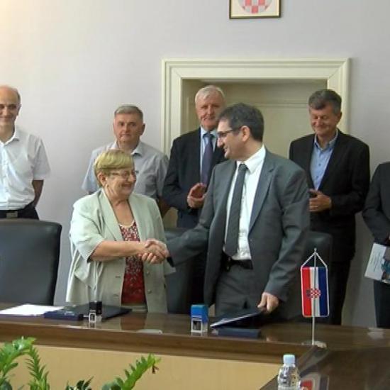 U Palači Srijem potpisan ugovor o funkcionalnom spajanju vukovarske i vinkovačke bolnice